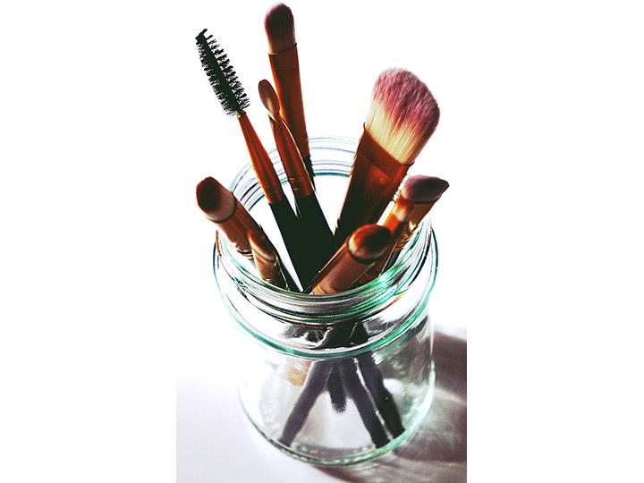 Jar of makeup brushes & tools